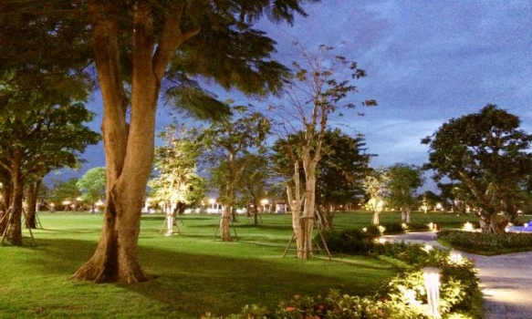 Vinhomes Central Park Apartment Community For Lease in Binh Thanh District HCMC