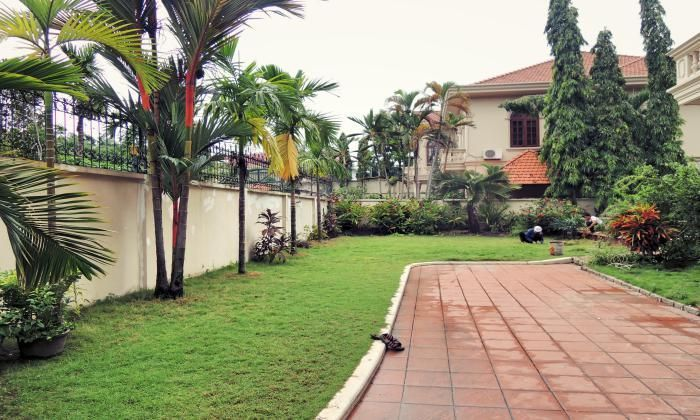Like Gardening? This Unfurnished 5 Bedrooms Villa For Rent In Thao Dien